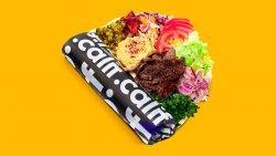 Kebab  de vită și curcan, hummus și salate în lipie image