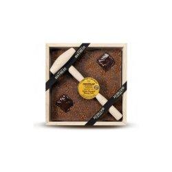 Ciocolata in cutie de lemn cu lapte si caramel
