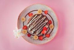 Fluffy chocoloco pancakes & fresh fruits image