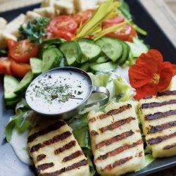 Salată Halloumi
