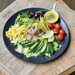 Salată cu ton și dressing de martini