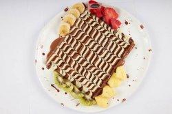 Clătită delicioasă cu fructe proaspete image