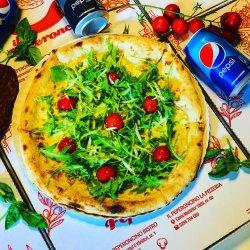 Pizza Grana e rucola Bianche + o doză de Pepsi Gratuit