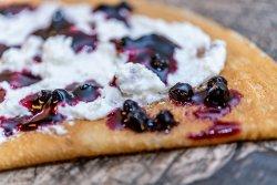 1+1 Gratuit: Clătită cu brânză dulce și gem afine  image