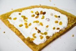 Clătită cu brânză dulce și stafide + băutură la alegere image