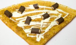 30% Reducere Clătită cu ciocolată albă și Kit Kat image