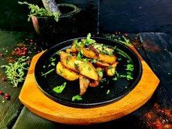 Cartofi cu usturoi și pătrunjel image