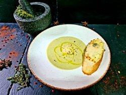 Supă cremă de broccoli cu sos gorgonzola si cruton branzeturi image