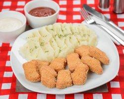 Nuggets de pui cu garnitură
