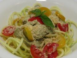 Spaghete de dovlecel cu pesto de avocado si parmezan de caju (raw) image