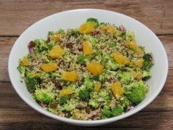Salata cu broccoli si stafide (raw) image