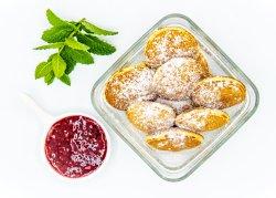 Mini clătite cu dulceață de zmeură