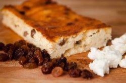 Plăcintă cu brânză dulce și stafide fără zahăr image