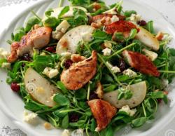 Salată cu piept de pui la grătar și blue cheese/Chicken salad with blue cheese