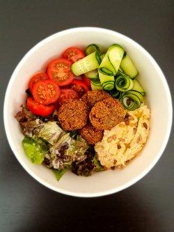 Vegan poke bowl cu falafel image
