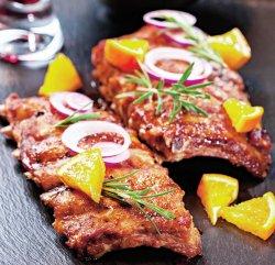 Coaste de porc picante la cuptor și cartofi wedges