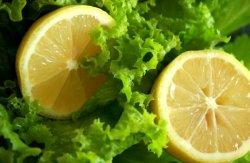 Salată verde cu lămâie