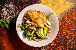 Salată cu pui și avocado image