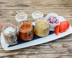 Salată de vinete cu ceapă roșie și roșii