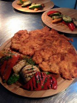 1+1 GRATUIT: Șnițel vienez din piept de pui / chicken breast wiener schnitzel