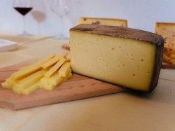 Brânză  maturată în vin image