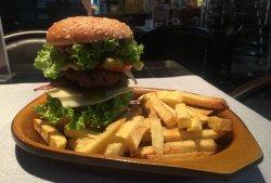 City Burger cu cartofi prajiti/chipsuri image