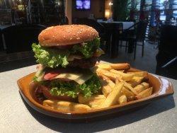 Buffalo Burger cu cartofi prajiti/chipsuri image