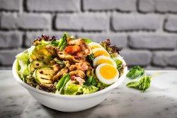 Salată Egg&Bacon cu pui image