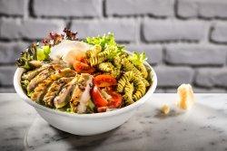 Salată Pesto Chicken image