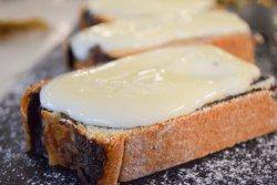 Plăcintă cu mac și sos de vanilie image