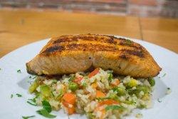 Somon cu orez și legume image