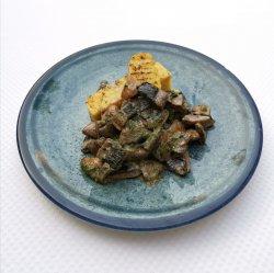 Ciuperci cu usturoi și mămăligă cu trufe