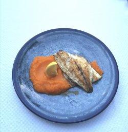 File de dorada la grătar cu piure de morcovi