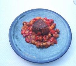Muschi de vită cu sos mediteranean