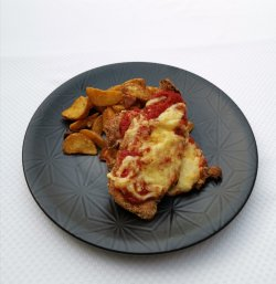 Piept de pui pane gratinat cu cartofi wedges