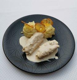 Rulouri de pui cu piure de cartofi și sos alb
