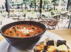 Supă cremă de roșii coapte image