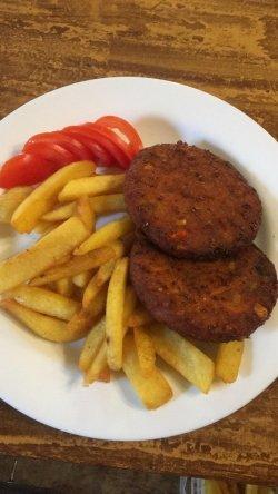 Șnițel vegetal cu cartofi rustici prăjiți image
