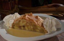 Ștrudel cu mere și sos de vanilie image