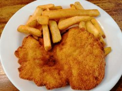 Șnițel de pui cu cartofi rustici prăjiți image