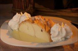 Ștrudel cu brânză și sos de vanilie