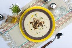 Supa crema de hribi si  ciuperci champignon la tigaie cu cimbrisor image