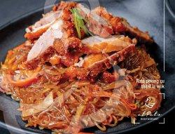 Rață peking cu tăiței la wok image