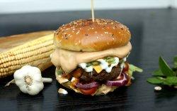 Beef Burger / Burger de Vită image