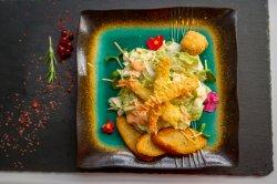 Salată Caesar cu creveți tempura image