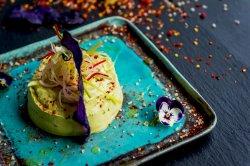 Salată de avocado raw image