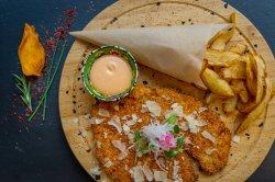 Snitel de curcan cu parmigiana și cartofi French  image