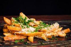 Cartofi prăjiți cu usturoi, pătrunjel și parmezan