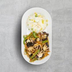 Mix de fructe de mare la wok image
