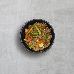 Noodles cu carne de porc și legume image